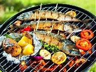 Риба скумрия маринована в лук, бяло вино и зехтин печена на скара, жар или барбекю